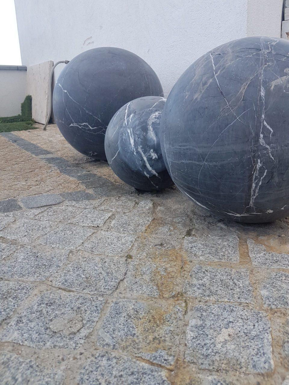 Sphères en pierre naturelle pour décoration extérieure gardanne